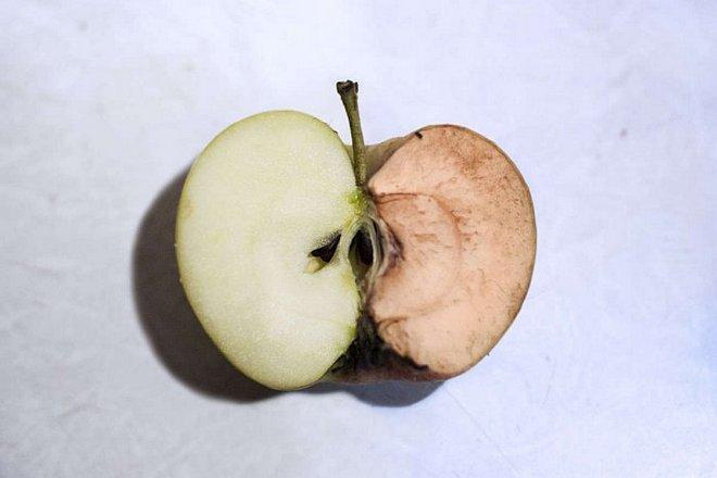 Яблоко, которое потемнело